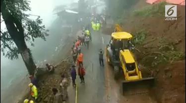 Jalur Puncak ditutup oleh Polres Bogor selama 10 hari kedepan setelah terjadi bencana longsor.