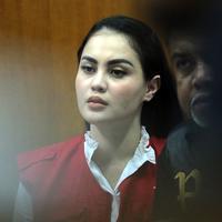 Jennifer Dunn kembali menjalani sidang lanjutan kasus narkoba yang menjeratnya. Sidang digelar di Pengadilan Negeri Jakarta Selatan, Kamis (19/4) Jedun mendapat kue ulang tahun dari Faisal Harris yang dikabarkan sebagai suaminya. (Deki Prayoga/Bintang.com