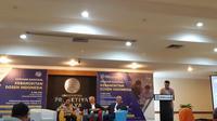 Ketua Umum Asosiasi Dosen Indonesia (ADI) Dino Patti Djalal (berdiri) membuka seminar nasional Kebangkitan Dosen Indonesia di Universitas Prasetiya Mulya (Liputan6.com/ Agustin Setyo W)