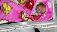 Seorang bayi cantik ditemukan di belakang musala oleh jemaat salat tarawih. (Foto: Liputan6.com/istimewa/Muhamad Ridlo)
