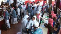 Jemaah haji asal Bengkulu tiba di kampung halaman. (Liputan6.com/Yuliardi Hardjo Putro)