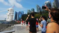 Masyarakat menyaksikan perayaan Hari Kemerdekaan di Singapura, Minggu (9/8/2020). Singapura pada 9 Agustus 2020 memperingati 55 tahun kemerdekaannya. (Xinhua/Then Chih Wey)