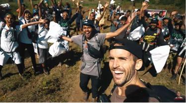 Aksi Membersihkan Sampah di Gunung Rinjani