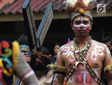 Jalan Salib Nusantara Saat Jumat Agung di Gereja Tebet