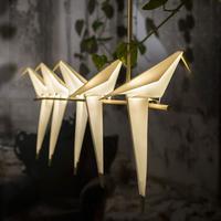 Seorang arsitek Turki membuat lampu unik yang berbentuk burung origami. (Via: boredpanda.com)