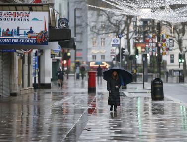 FOTO: Warga Inggris Berperilaku Seolah Terjangkit COVID-19, Jalanan London Sepi