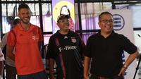Legenda Bayern Munchen, Martin Demichelis, saat jumpa fans di kantor KLY, Jakarta, Minggu (23/6/2019). Kehadiran mantan bek Timnas Argentina itu merupakan bagian dari program Allianz Explorer Camp 2019 di Indonesia. (Bola.com/M Iqbal Ichsan)