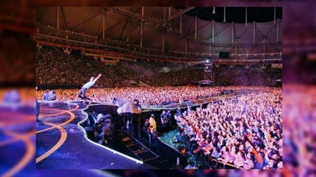 Berlibur ke Prancis, Syahnaz Sadiqah dan Jeje Govinda menyempatkan diri untuk menonton konser Coldplay.