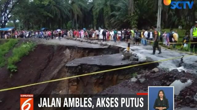 Jalan Siantar ke Tanah Jawa ini merupakan satu-satunya jalan lintas yang biasanya di lalui oleh warga Tanah Jawa, Simalungun.
