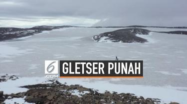 Sebagian orang memperingati hilangnya gletser di Islandia. Diperkirakan 200 tahun lagi seluruh gletser di dunia akan mengalami hal yang sama.