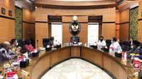 Partai Nasdem menemui Menteri Koordinator Politik, Hukum dan Keamanan (Menkopolhukam) Mahfud Md untuk mengusulkan ulama besar asal Bangkalan, Madura, Jawa Timur, Syaikhona Kholil sebagai pahlawan nasional.