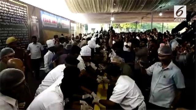 Sebanyak 60 kaki restoran mengklaim telah membuat dosa terpanjang di dunia. Dosa adalah makanan khas India yang bentuknya seperti panekuk.