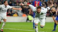 Pada injury time, Real Madrid akhirnya mampu menyamakan kedudukan melalui gol sundulan Sergio Ramos. Gol tersebut diciptakan Ramos setelah memanfaatkan umpan tendangan pojok Luka Modric. (AFP/Pau Barrena)