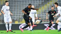 Pemain Manchester United (MU) Odion Ighalo mencetak gol ke gawang LASK Linz pada leg pertama babak 16 besar Liga Europa di Linz, Austria, Kamis (12/3/2020). MU menang 5-0. (JOE KLAMAR