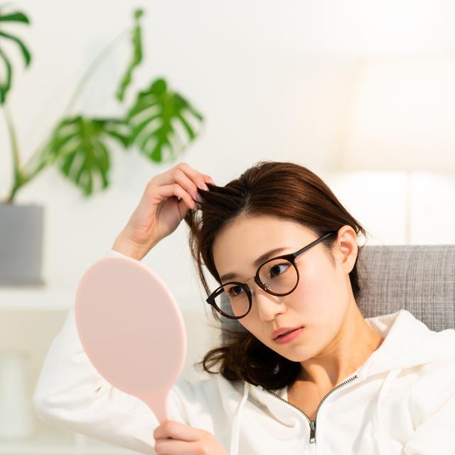 Cara Menghilangkan Ketombe Dan Rambut Rontok Secara Alami Cepat Permanen Beauty Fimela Com