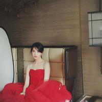Siapa yang menyangka jika dibalik wajahnya yang cantik ternyata Yoona SNSD jago dalam urusan memasak. Hal itu terlihat saat dirinya menyiapkan makanan untuk Park Bo Gum di acara Hyori's Bed & Breakfast. (Foto: instagram.com/yoona__lim)
