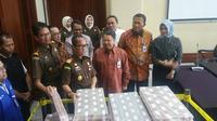 Tumpukan uang pengganti kasus Bantuan Likuiditas Bank Indonesia (BLBI) dari Samadikun Hartono. (Liputan6.com/Nanda Perdana Putra)
