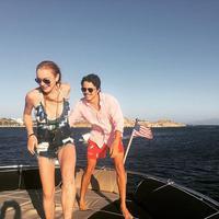 Usai sebulan yang lalu, media kembali diramaikan bahwa Lindsay Lohan dan kekasih, Egor Tarabasov, bertengkar di Mykonos, Yunani. Saking marahnya, Lindsay Lohan membuang ponsel kekasihnya itu ke dalam laut. (Instagram)