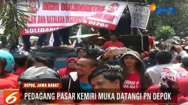 Para pedagang meminta pihak PN Depok menunda eksekusi yang rencananya dilakukan pada 19 April mendatang.