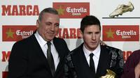 Hristo Stoichkov bersama Lionel Messi (LLUIS GENE / AFP)