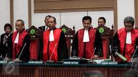 Majelis Hakim bersiap memimpin sidang kasus dugaan penodaan agama dengan terdakwa Basuki Tjahaja Purnama atau Ahok di Kementan, Jakarta, Selasa (9/5). Ahok menghadapi sidang vonis kasus dugaan penodaan agama hari ini. (Liputan6.com/Kurniawan Mas'ud/pool)