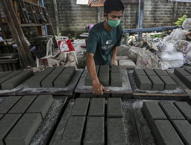 FOTO: Mengintip Pembuatan Paving Block Berbahan Sampah Plastik