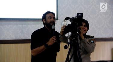 Polres Jombang dan IJTI Jawa Timur selenggarakan pelatihan bagi para polwan untuk dilatih tentang tata cara jurnalisme baik untuk jadi reporter atau kamerawati.
