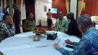 Menteri Koordinator Bidang Perekonomian, Darmin Nasution menggelar open house atau halal bihalal di rumah dinasnya di Jalan Widya Chandra IV Nomor 17, Jakarta Selatan, Senin pagi (26/6/2017). (Fiki/Liputan6.com)