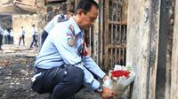 Sejumlah petugas dan Warga Binaan Pemasyarakatan (WBP) Lapas Kelas I Tangerang melakukan aksi tabur bunga. (Foto: Istimewa).