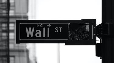 Ilustrasi wall street (Photo by Patrick Weissenberger on Unsplash)