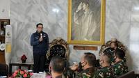 Ketua Gugus Tugas Percepatan Penanggulangan Cobid-19 Jabar Ridwan Kamil saat memberikan pembekalan kepemimpinan institusi pendidikan kenegaraan di Kota Bandung, Jumat (17/7/2020). (Foto: Humas Jabar)