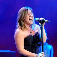 Ditambah dengan suara Kelly yang selalu merdu di setiap konser membuat penampilan saat itu terasa sempurna. (Bintang/EPA)