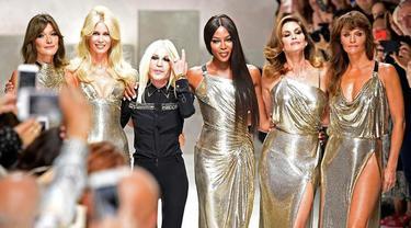 Reuni Supermodel Senior di Panggung Versace