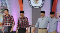 Kedua pasang Cagub dan Cawagub DKI Jakarta usai debat terakhir Pilgub DKI Jakarta 2017 di Hotel Bidakara, Jakarta, Rabu (12/4). Debat ini mengangkat tema 'Dari Masyarakat untuk Jakarta'. (Liputan6.com/Faizal Fanani)