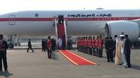 Presiden Jokowi Saat Menyambut Kedatangan Putra Mahkota Abu Dhabi atau Wakil Panglima Tertinggi Angkatan Bersenjata Persatuan Emirat Arab, Sheikh Mohamed Bin Zayed Al Nahyan di Bandara Soekarno-Hatta, Tangerang, Banten, Rabu (24/7/2019). (Foto: Lizsa Egeham/Liputan6.com)