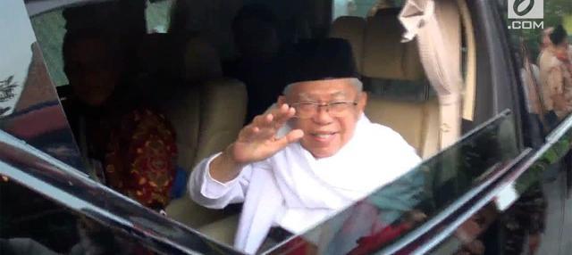 Jumat (10/8) pagi Maruf Amin bersiap untuk berangkat ke Gedung KPU, mendaftarkan diri sebagai calon wakil presiden mendampingi Jokowi.
