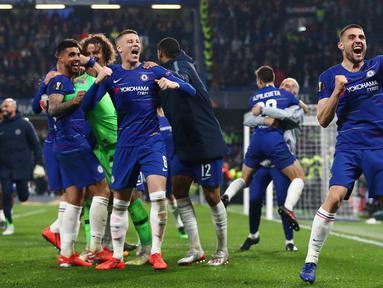Pemain Chelsea merayakan kemenangan atas Eintracht Frankfurt di akhir laga semifinal Liga Eropa melawan di Stamford Bridge, London (10/5/2019). Chelsea berhasil melaju ke final Liga Europa setelah menang adu penalti atas Eintracht Frankfurt setelah laga berakhir imbang 1-1.  (Reuters/Hannah Mckay)