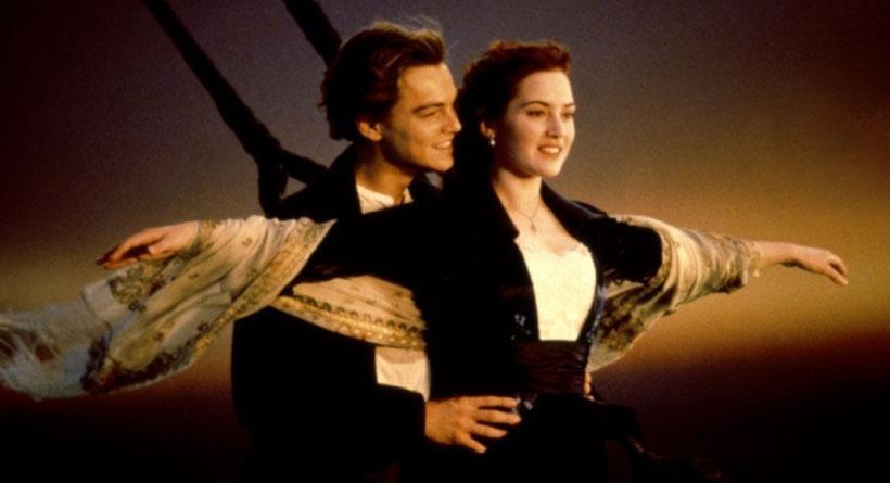 Adegan legendaris Kate Winslet dan Leonardo DiCaprio dalam film Titanic. (hdwallpapersdose.com)