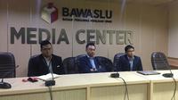 Dino Patti Djalal (tengah) saat melapor ke Kantor Bawaslu, Jakarta, Rabu (20/3/2019).(Www.sulawesita.com)