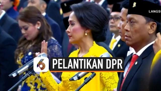 Ratusan anggota DPR RI perioe 2019-2024 resmi dilantik di gedung DPR hari ini. Sumpah jabatan dipimpin Ketua Mahkamah Agung dan disaksikan Presiden Jokowi.