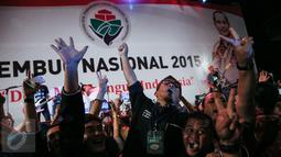 Kemeriahan para kepala desa se-Indonesia menyaksikan grup band Slank dalam Forum Rambug Nasional 2015 di Jiexpo Kemayoran, Jakarta, Selasa (15/12). (Liputan6.com/Faizal Fanani)