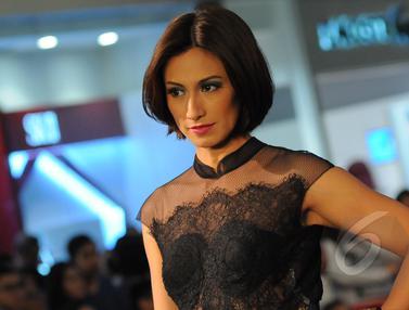 Deretan Model Beken di Fashion Show Opi Bachtiar