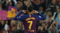 Gelandang Barcelona, Philippe Coutinho, melakukan selebrasi usai membobol gawang Manchester United pada laga Liga Champions 2019 di Stadion Camp Nou, Selasa (16/4). Barcelona menang 3-0 atas Manchester United. (AP/Joan Monfort)