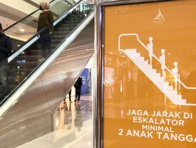 Pengunjung beraktivitas di salah satu pusat perbelanjaan di Depok, Jawa Barat, Rabu (17/6/2020). Mulai 16 Juni 2020, sejumlah pusat perbelanjaan di Kota Depok kembali beroperasi selama masa PSBB proporsional, namun tetap dengan memerhatikan protokol kesehatan. (Liputan6.com/Immanuel Antonius)