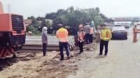 Jalan ambles di KM 17 Tol Bekasi arah Cikampek (@TMCPoldaMetro)
