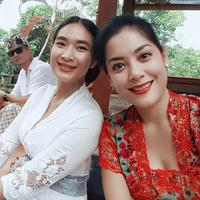 Sebagai seorang sahabat, Happy Salma dan Lulu Tobing juga saling mendukung. (Foto: instagram.com/happysalma)
