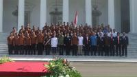 Presiden Joko Widodo melepas kontingen Indonesia untuk Olimpiade Rio de Janeiro 2016 di halaman Istana Merdeka, Jakarta, Rabu (22/6/2016). (Bola.com/Twitter/KEMENPORA_RI)