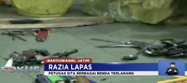 Kanwil Kemenkumham Jawa Barat bongkar saung eksklusif pengunjung di sekitar Lapas Sukamiskin, Bandung.