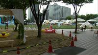 Pemerintah kota membuat pantai mini di pusat kota Seoul. Pantai yang dilengkapi fasilitas untuk beristirahat itu dapat digunakan oleh warga.