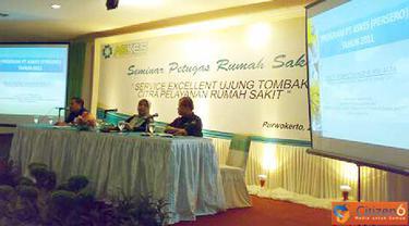 """Citizen6, Purwokerto: Seminar petugas rumah sakit dengan tema """"Service Excellent ujung tombak citra pelayanan rumah sakit"""". Kamis (26/5)."""